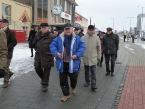 Familienkreis auf dem Weg zum Paderborner Weihnachtsmarkt